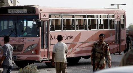 Karachi-Bus-Attack-news_184842_l